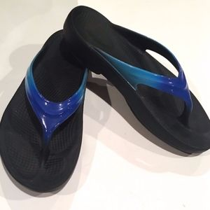 OOFOS Blue Shoes Size 9 Super Comfortable